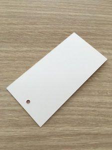 etiqueta blanca