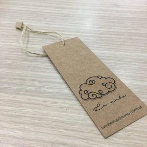 Etiqueta para ropa en kraft con cordón